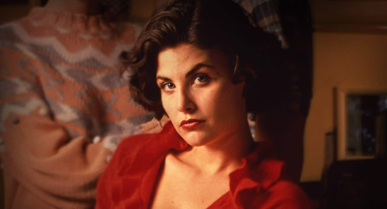 Sherilyn Fenn Sublimely Confirms Audrey Horne S Return To Twin Peaks With Cherries