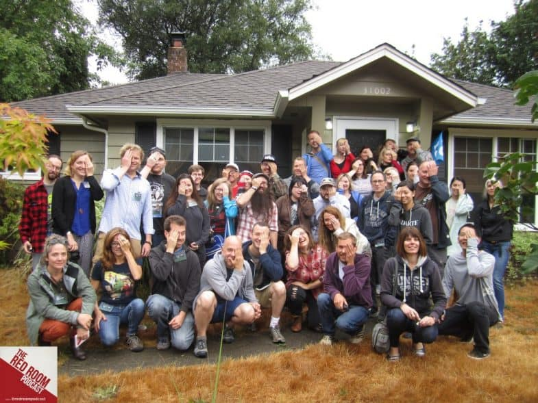 A Voyage to Twin Peaks: group photo in front of the Hurley house
