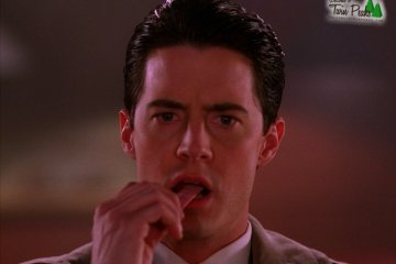 Dale Cooper eating gum