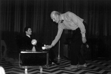 Dale Cooper and The Giant behind the scenes of Twin Peaks (Photo: Carla Fabrizi)