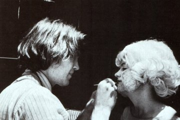 David Lynch applying makeup to Laurel Near, turning her into the Lady in the Radiator