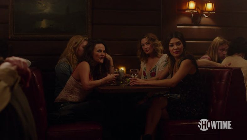 Gia Carides, Mädchen Amick and Jessica Zohr in the Roadhouse