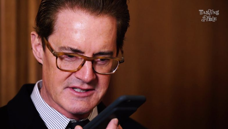 Kyle MacLachlan talking to Siri instead of Diane