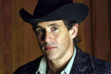 Have you seen Michael Ontkean's Sheriff Harry S. Truman jacket?