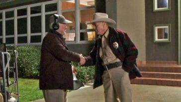 Robert Forster and David Lynch shaking hands on the set of Twin Peaks