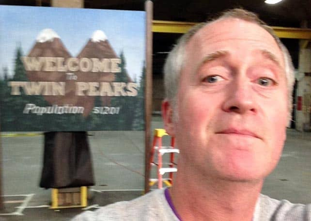 Steven LaRose painted the old and the new Welcome to Twin Peaks sign!