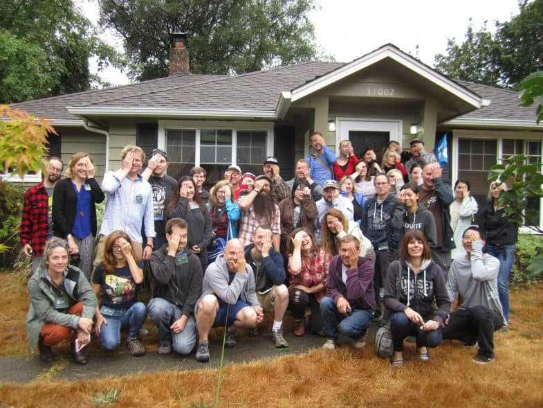 Twin Peaks Festival 2015 group photo in front of Nadine and Ed Hurley's house