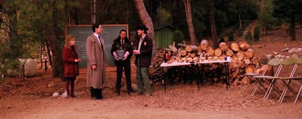 Twin Peaks: rock throwing scene