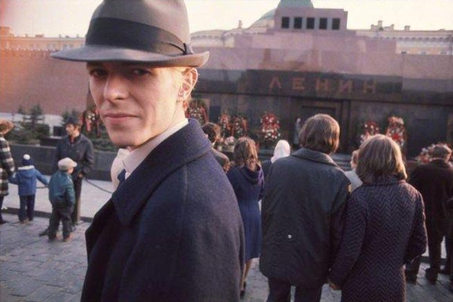 1496680093-david-bowie-red-square-moscow-1976.jpg